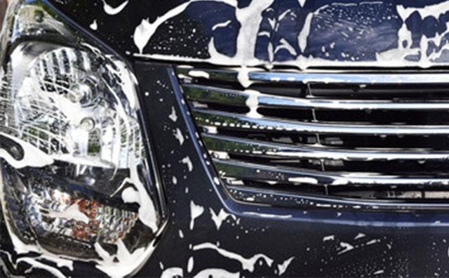 新車の洗車傷